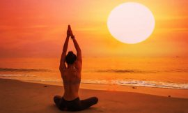 Yoga al mare. Sequenze per il tramonto