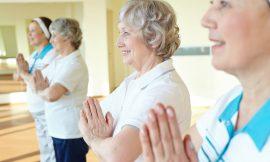 Yoga per la terza età, consigli su come praticarlo